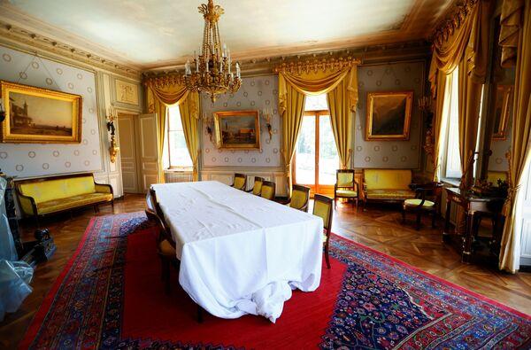 Celkový pohled na místnost uvnitř vily La Grange před zítřejším summitem mezi Joem Bidenem a Vladimirem Putinem. - Sputnik Česká republika