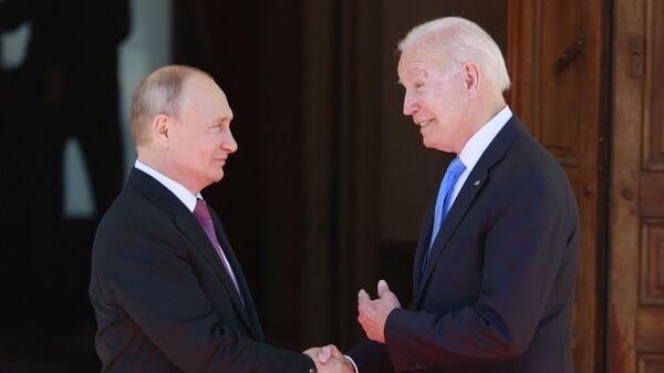 Президент РФ Владимир Путин и президент США Джо Байден во время встречи в Женеве - Sputnik Česká republika