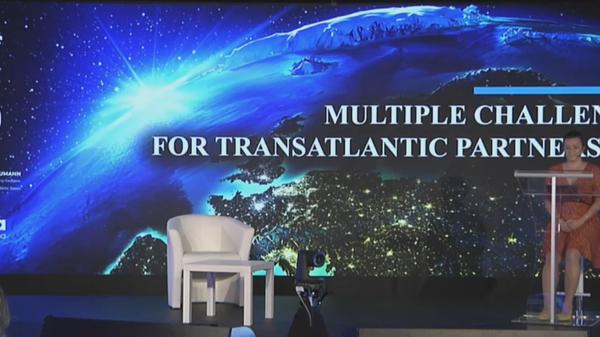 V Praze probíhá mezinárodní konference Výzvy pro transatlantické vztahy - Sputnik Česká republika
