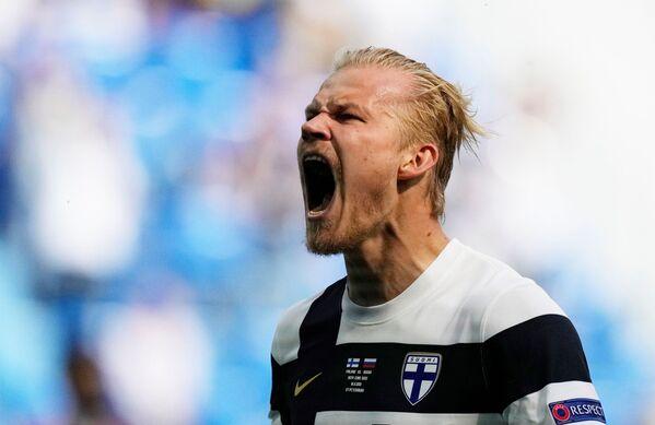 Finský fotbalista Joel Pohjanpalo oslavuje vstřelený gól, který byl následně zrušen. - Sputnik Česká republika