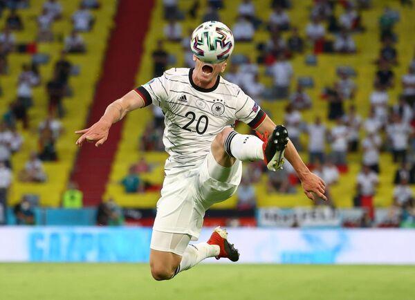 Hráč německé reprezentace Robin Gosens v utkání proti Francii. - Sputnik Česká republika