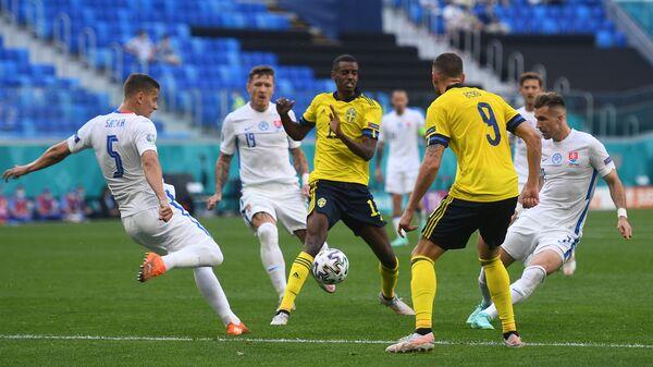 Игровой момент в матче 2-го тура группового этапа чемпионата Европы по футболу 2020 между сборными Швеции и Словакии - Sputnik Česká republika