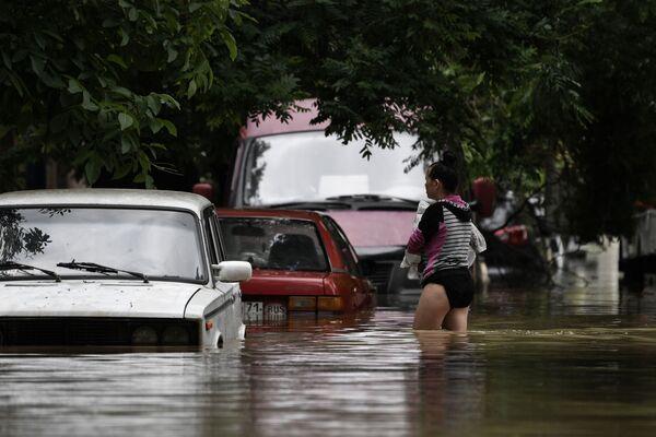 Následky silných dešťů, které v Kerči zatopily ulice.  - Sputnik Česká republika