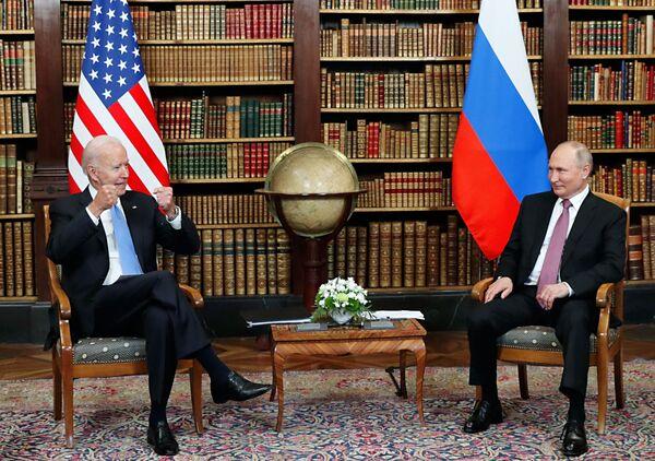 16. června se ruský prezident Vladimir Putin setkal s americkým prezidentem Joem Bidenem v Ženevě.  - Sputnik Česká republika