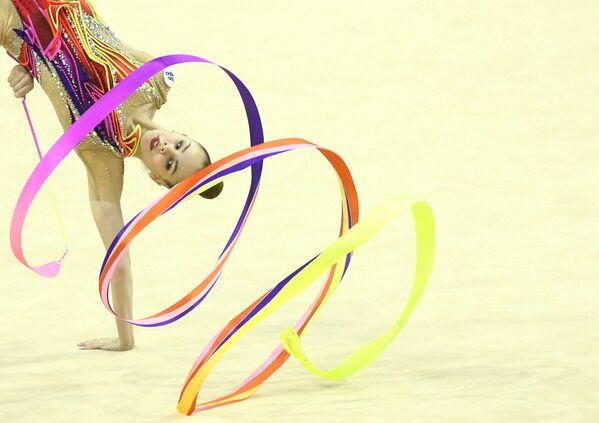 Mistrovství Evropy v rytmické gymnastice ve Varně v Bulharsku 13. června. Vystoupení Bělorusky Anastasie Salosové.  - Sputnik Česká republika