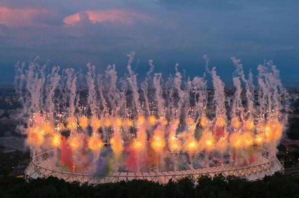 Ohňostroj nad olympijským stadionem v Římě, který se konal na počest zahájení mistrovství Evropy ve fotbale UEFA Euro 2020,2021.  - Sputnik Česká republika