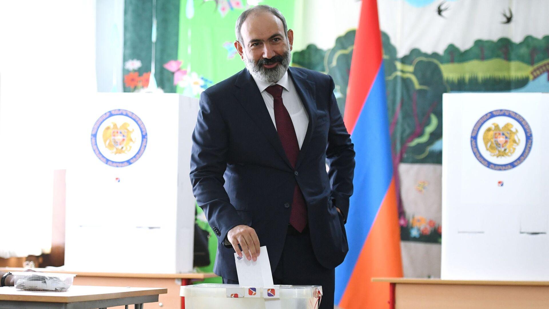 Arménský premiér Nikol Pašinjan při parlamentních volbách - Sputnik Česká republika, 1920, 21.06.2021
