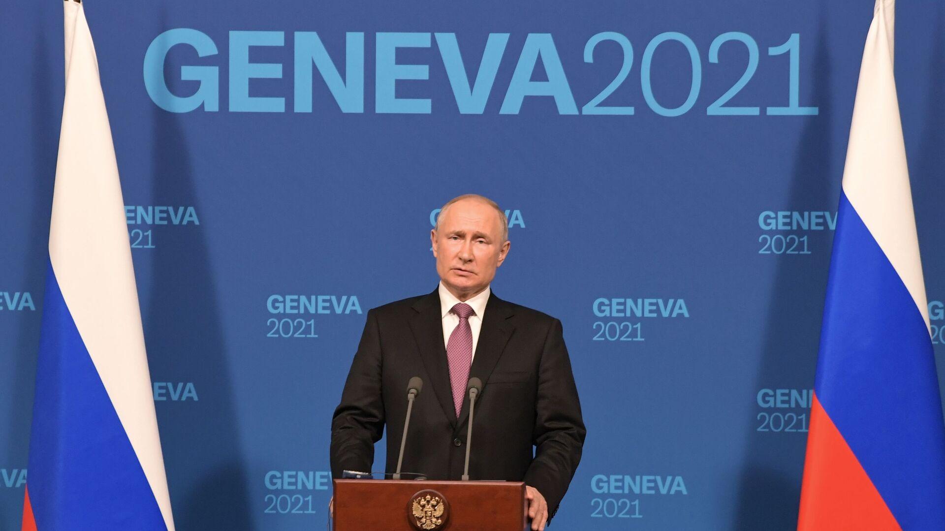 Ruský prezident Vladimir Putin běnem tiskové konference po jednání s americkým lídrem Joem Bidenem - Sputnik Česká republika, 1920, 21.06.2021