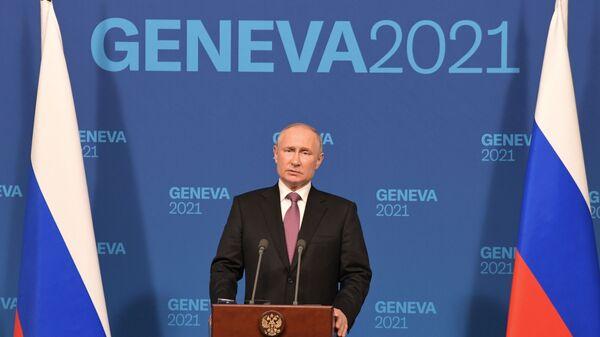 Президент РФ Владимир Путин на пресс-конференции по итогам переговоров с президентом США Джо Байденом в Женеве - Sputnik Česká republika