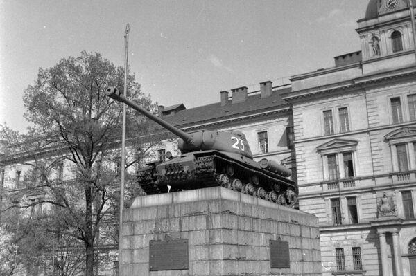 Památník sovětských tankistů na pražském Smíchově  - Sputnik Česká republika