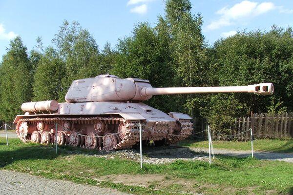 Tank přetřený Davidem Černým narůžovo je dnes vystaven v muzeu v Lešanech - Sputnik Česká republika
