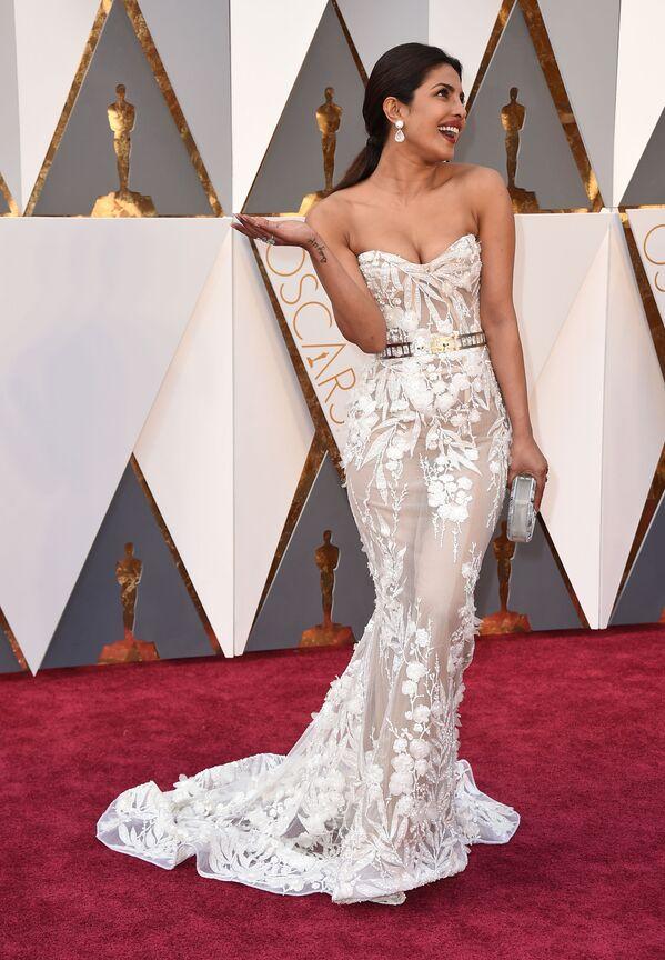 Herečka Priyanka Chopra na ceremonii Oskarů, 28. únor 2016 Los Angeles.  - Sputnik Česká republika