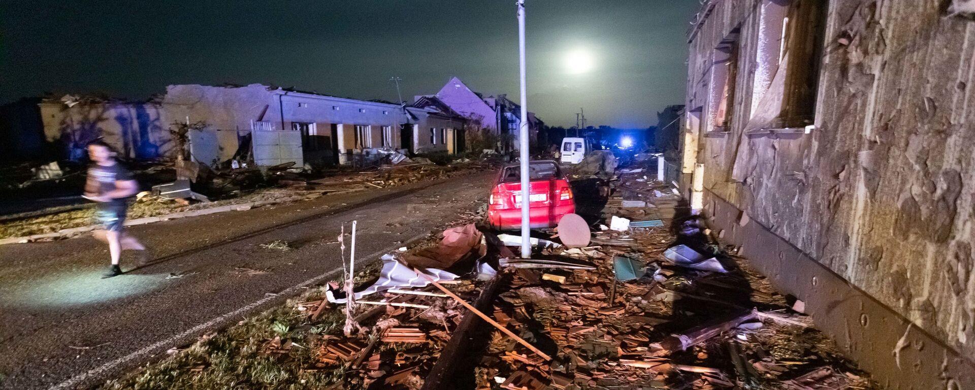 Поврежденные в результате торнадо здания в деревне Хруски, Южная Моравия, Чехия - Sputnik Česká republika, 1920, 25.06.2021