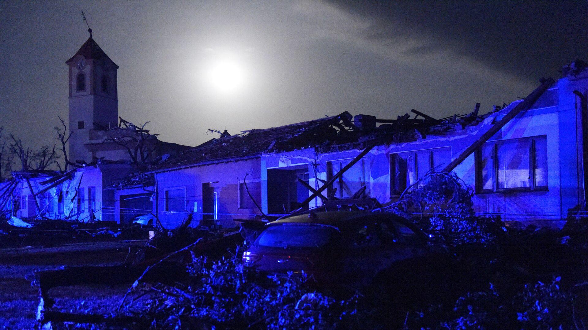 Поврежденные в результате торнадо здания в деревне Моравска-Нова-Вес , Южная Моравия, Чехия - Sputnik Česká republika, 1920, 25.06.2021
