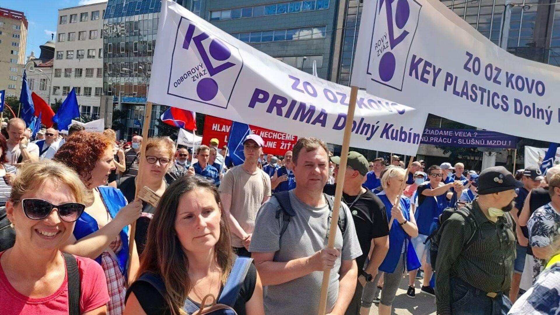 Protestní akce organizovaná Odborovým svazem KOVO v Bratislavě - Sputnik Česká republika, 1920, 26.06.2021