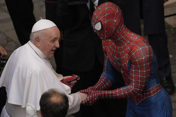 Papež František se setkal se Spider-Manem ve Vatikánu - Sputnik Česká republika