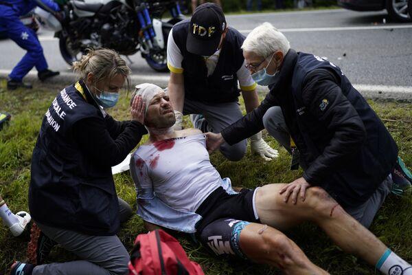 Cyril Lemoine po pádu v první etapě cyklistického závodu - Sputnik Česká republika