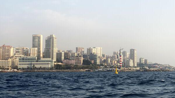 Вид на набережную Бейрута в районе маяка со стороны моря - Sputnik Česká republika