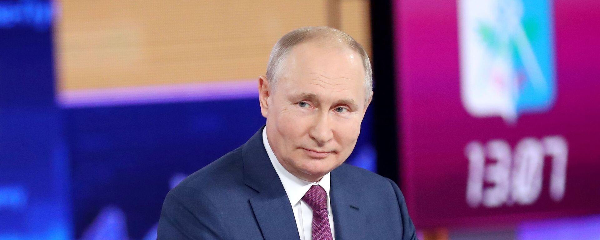 Vladimir Putin odpovídá na otázky občanů - Sputnik Česká republika, 1920, 30.06.2021