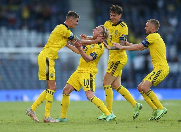 Fotbalisté Švédska po gólu - Sputnik Česká republika