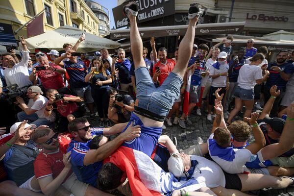 Fanoušci francouzského národního týmu před začátkem zápasu proti Švýcarsku - Sputnik Česká republika