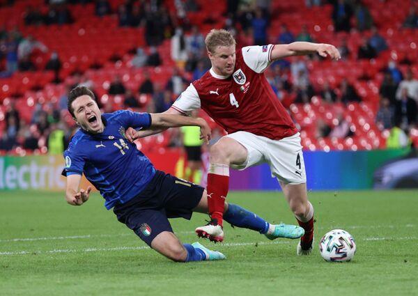 Hráči Itálie a Rakouska během zápasu - Sputnik Česká republika