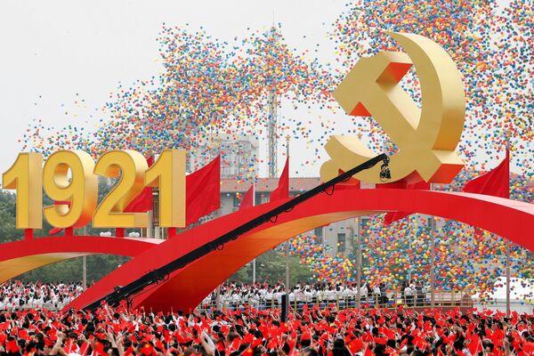 Tisíce balónků vypuštěných do nebe na počest stého výročí Komunistické strany Číny. - Sputnik Česká republika