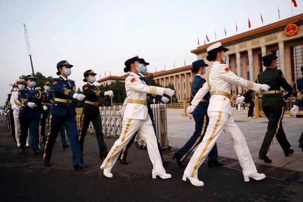Vojenský pochod během oslav 100. výročí Komunistické strany Číny. - Sputnik Česká republika