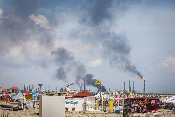 Černý kouř na místě výbuchu. - Sputnik Česká republika