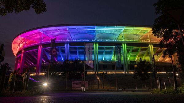 Освещенный цветами радуги стадион Deutsche Bank Park во Франкфурте-на-Майне, западная Германия - Sputnik Česká republika