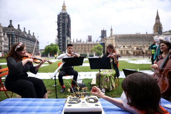 Vystoupení hudebníků během protestního pikniku v centru Londýna. - Sputnik Česká republika