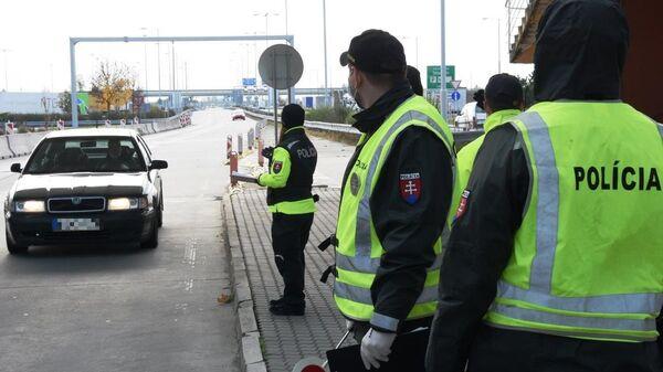 Полиция на КПП в Словакии - Sputnik Česká republika