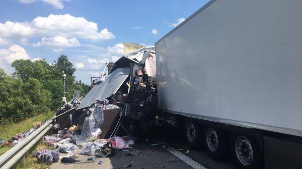 Na dálnici D1 došlo těsně před uzavírkou k hromadné dopravní nehodě - Sputnik Česká republika