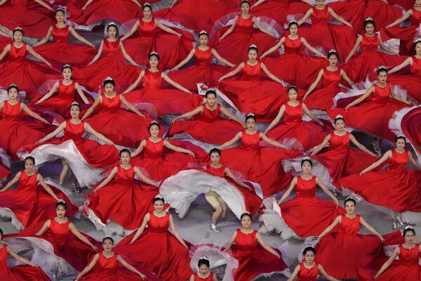 Účinkující během show u příležitosti oslavy stého výročí Komunistické strany Číny. - Sputnik Česká republika