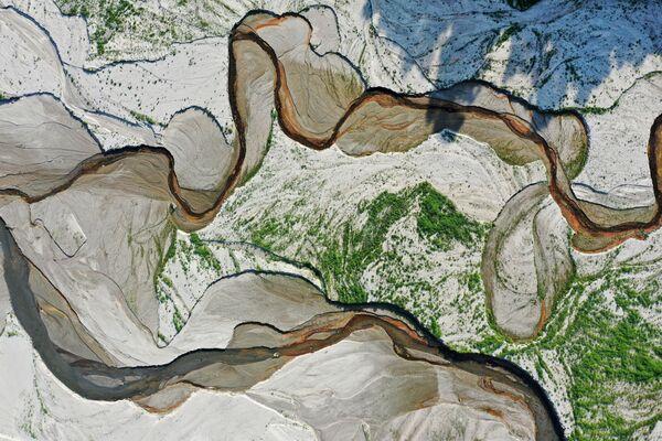 Letecký snímek řeky a vodní nádrže San Gabriel, stát Kalifornie. - Sputnik Česká republika
