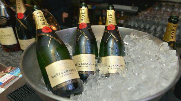 Бутылки шампанского Moet Hennessy - Sputnik Česká republika