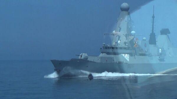 Эсминец Defender ВМС Великобритании в районе мыса Фиолент - Sputnik Česká republika