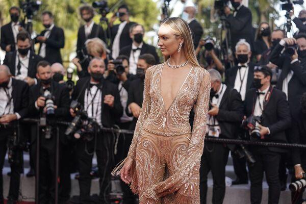 A tady máme modelku Candice Swanepoelovou. - Sputnik Česká republika