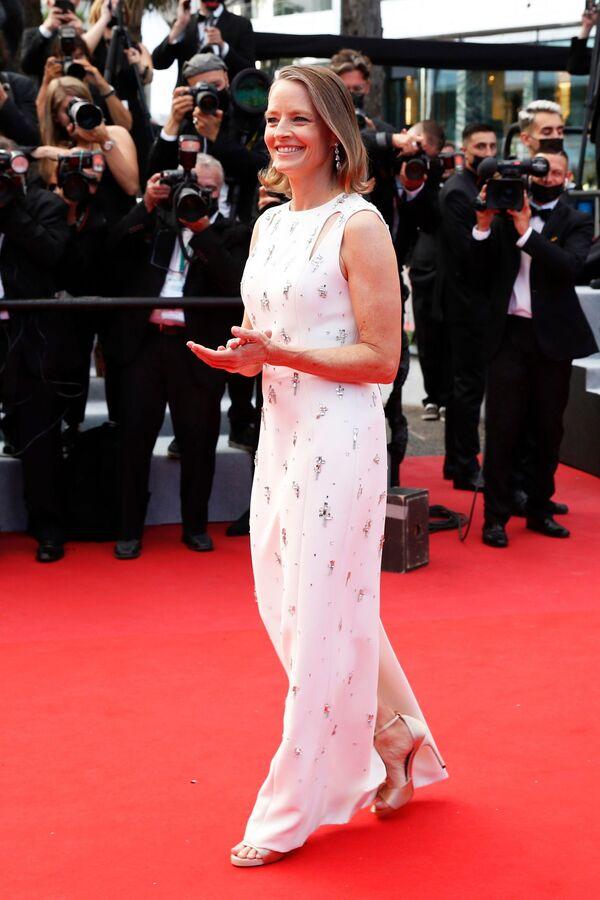 Na zahajovacím ceremoniálu a promítání filmu Annette nesměla chybět ani herečka Jodie Fosterová.  - Sputnik Česká republika