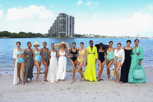 Na akci Miami Swim Week jsou zastoupeny především návrháři plavek a plážových oděvů ze západní polokoule, respektive z USA, Kolumbie, Brazílie a z Evropy. - Sputnik Česká republika