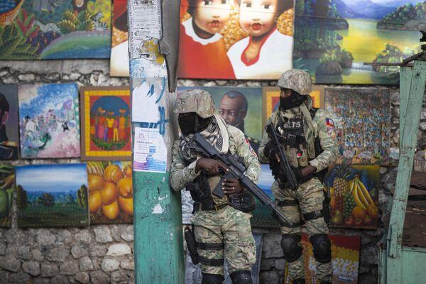 Vojáci hlídkují v ulici, kde žil zesnulý prezident Haiti Jovenel Moïse - Sputnik Česká republika