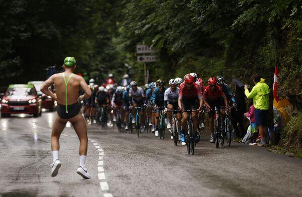 Závod profesionálních cyklistů Tour de France. Francie, dne 4. července. - Sputnik Česká republika