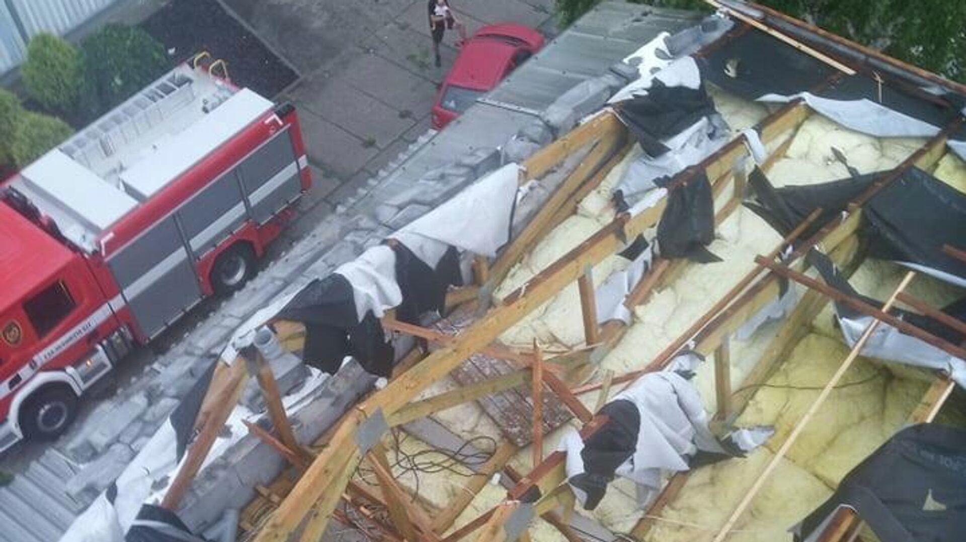 Na Vsetínsku odnesl vichr střechu ubytovny - Sputnik Česká republika, 1920, 14.07.2021
