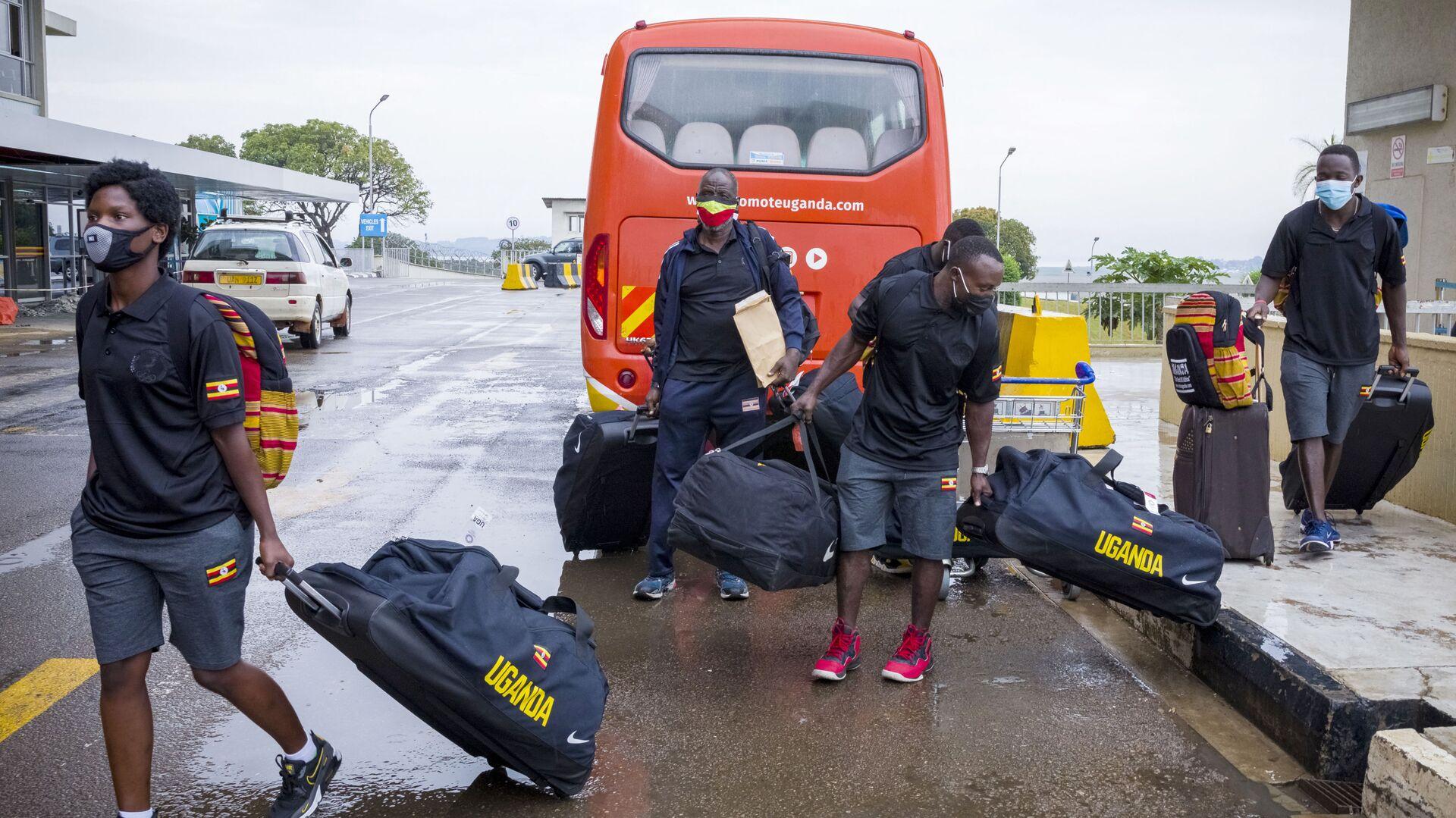 Ugandský olympijský boxerský tým na mezinárodním letišti Entebbe před odletem do Tokia - Sputnik Česká republika, 1920, 18.07.2021