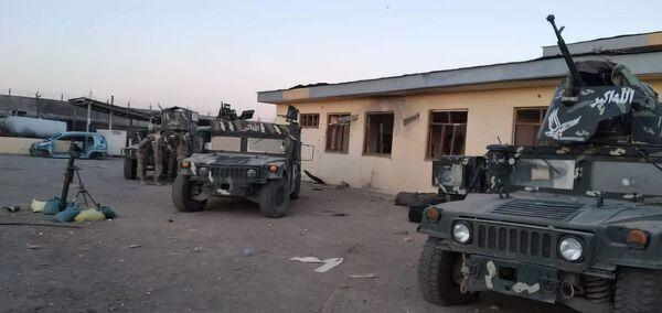 Přes tisíc vojáků afghánských ozbrojených sil uteklo přes hranici s Tádžikistánem. - Sputnik Česká republika