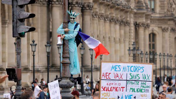 Демонстрации против антиковидных мер в Париже  - Sputnik Česká republika