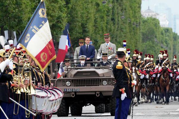 Francouzský prezident Emmanuel Macron během oslav na počest dne dobytí Bastily. - Sputnik Česká republika