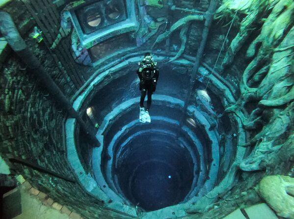 Nejhlubší bazén světa Deep Dive Dubai ve Spojených arabských emirátech. - Sputnik Česká republika