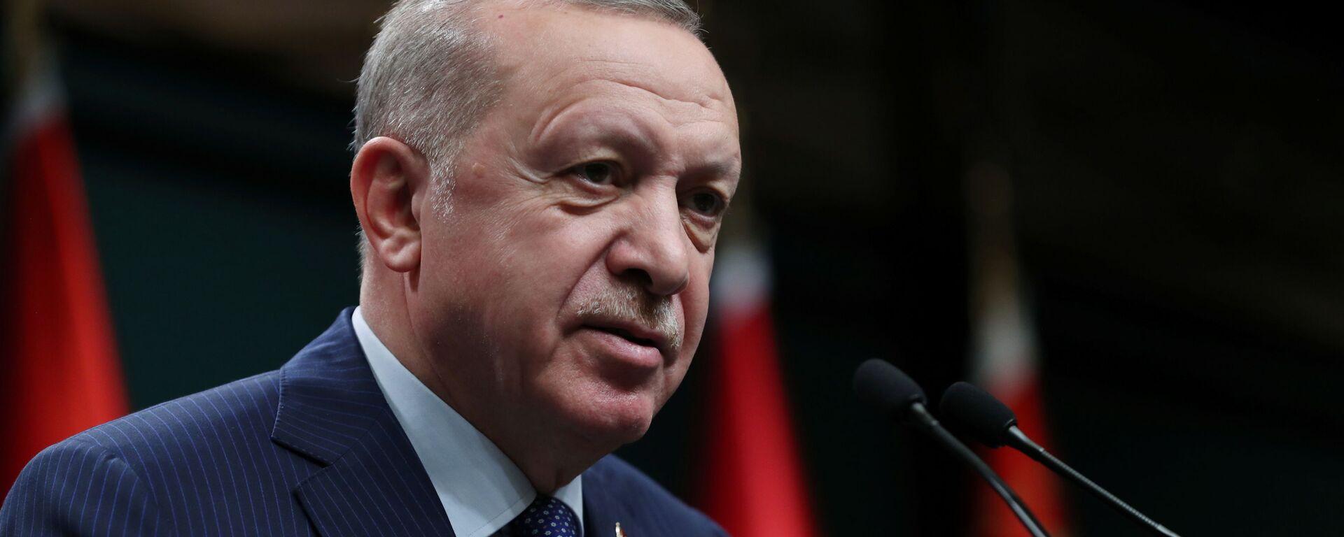 Президент Турции Реджеп Тайип Эрдоган во время выступления перед членами своей партии - Sputnik Česká republika, 1920, 15.08.2021
