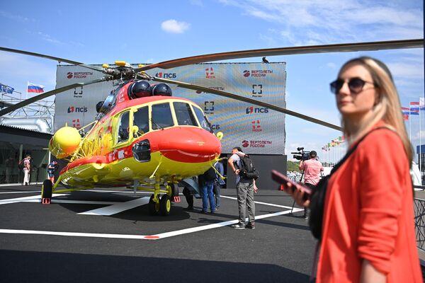 Vrtulník Mi-8AMTŠ na Mezinárodní výstavě MAKS 2021. - Sputnik Česká republika